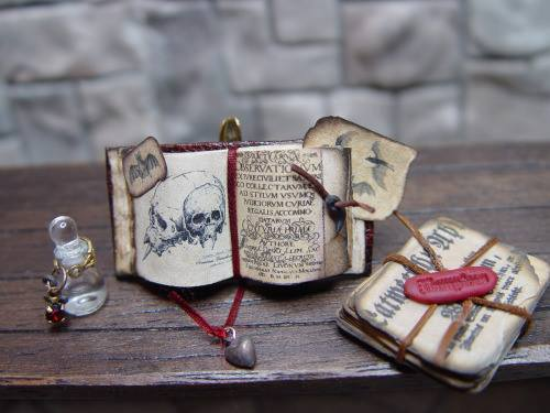 erickav_miniatures_books_alchemist_realistic_wizard_lair_inspiration_06