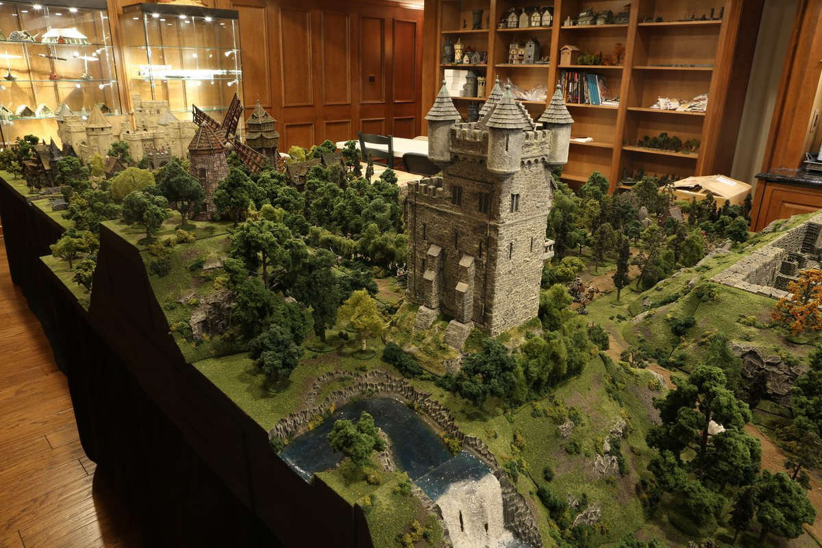 amazing-tabletop-terrain-fantasy-dungeonsanddragons-gaming-table-04