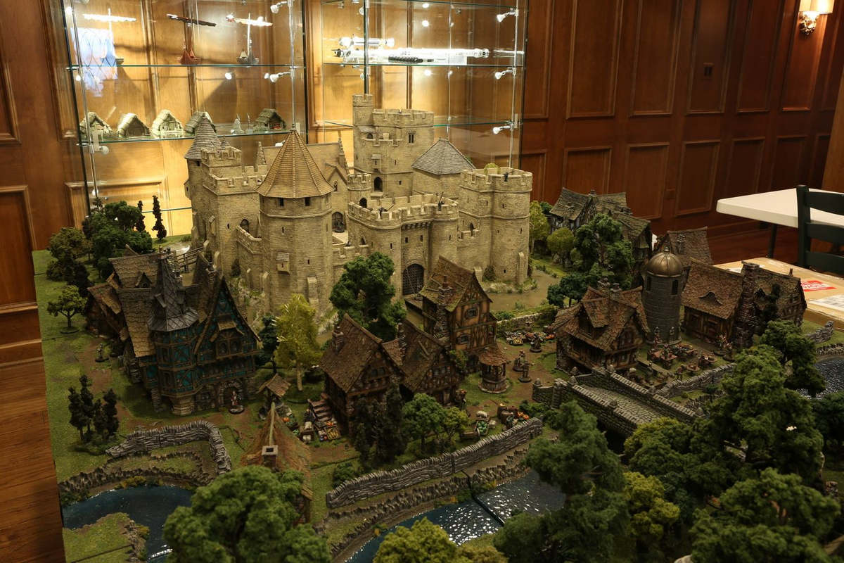 amazing-tabletop-terrain-fantasy-dungeonsanddragons-gaming-table-13
